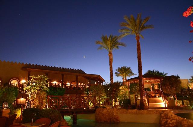 ホテルの夜景。